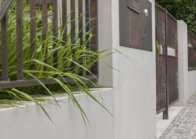Pforte und Zaun