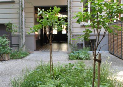 Blau-Weiße Pflanzung für das Hof-Foyer der Gorki Apartments